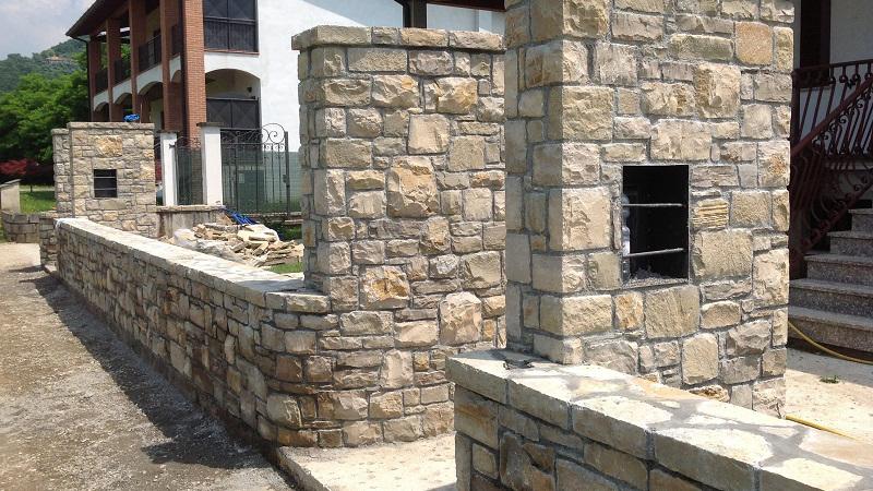 Lavori pietra di credaro artigiani pietra credaro for Pietra di credaro rivestimenti